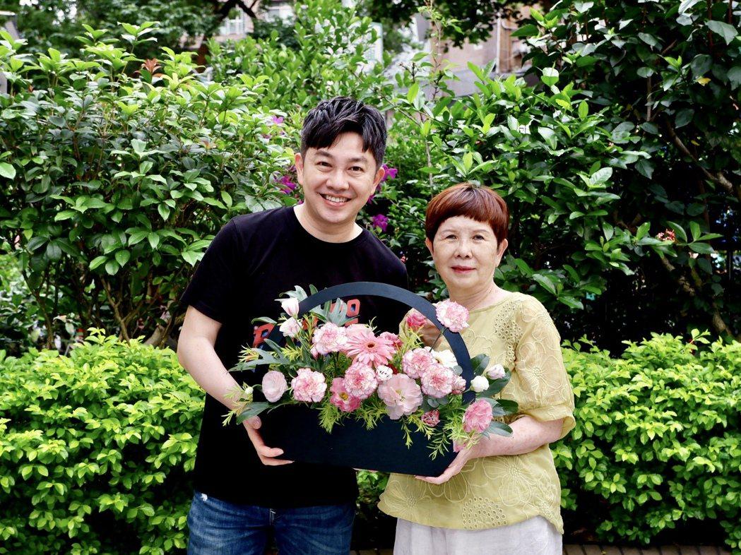 今年的母親節,李明川只為自己的媽媽準備花。圖/李明川提供