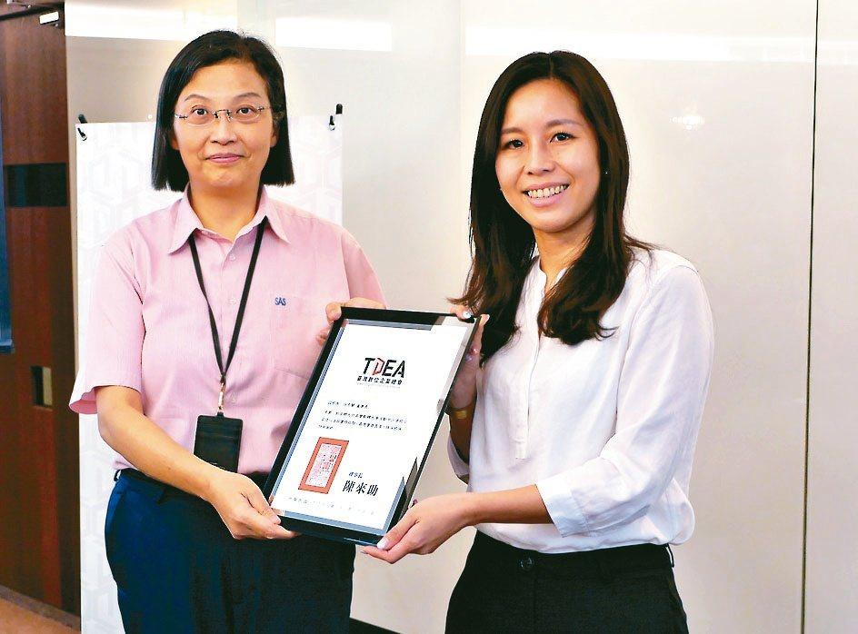 環球晶董事長徐秀蘭(左)分享併購史,企業二代提問踴躍。數總/提供