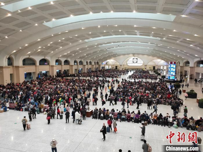 「五一」長假的哈爾濱火車站。圖/取自中新網