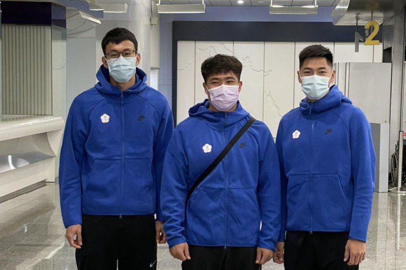 我國田徑好手陳奎儒(左起)、黃士峰、陳傑赴日本東京參加奧運測試賽。圖/中華民國田徑協會提供