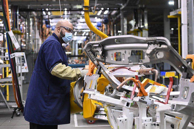 車用晶片短缺,已迫使全球各大車廠停產。圖為示意圖。美聯社