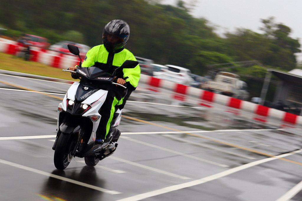 SYM JET SL起步給予騎士強大的信心、再加速也非常帶勁,加上極速提升4.5...