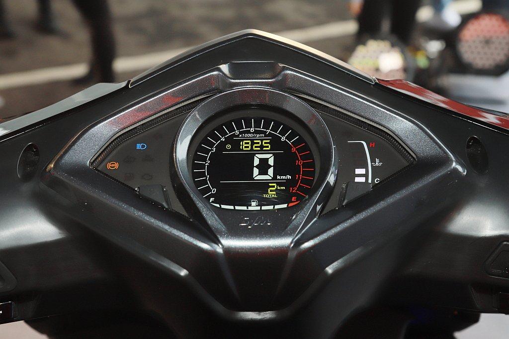 配置高可辨識性光感應儀錶,來提升騎士數據判讀能力。 記者張振群/攝影