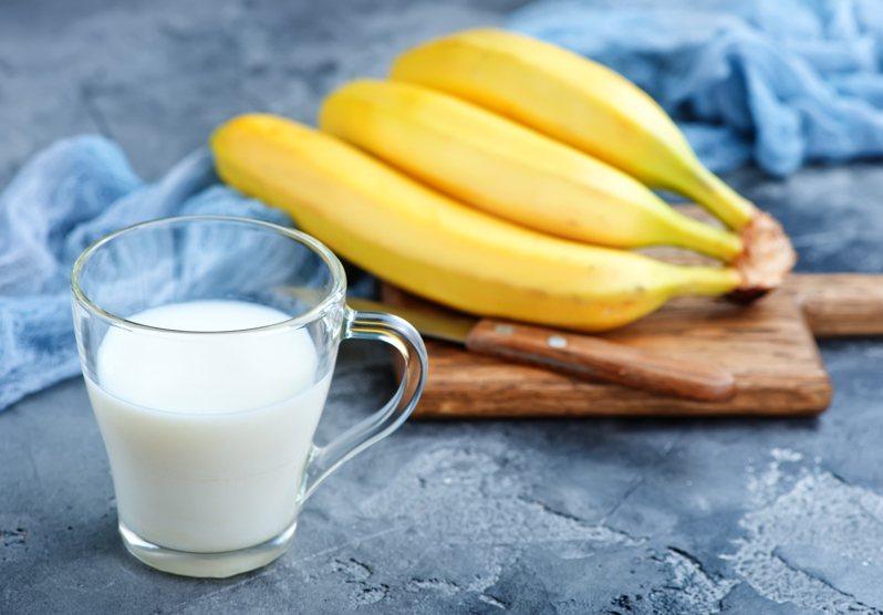 減重教練計太建議大家避免喝運動飲料、能量飲料和牛奶乳製品。 圖/ingimage