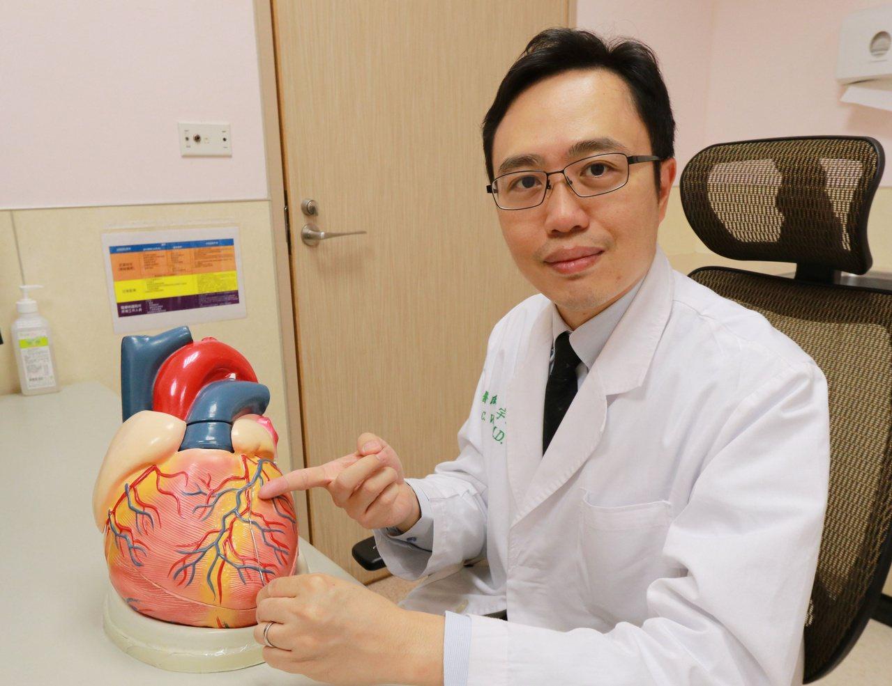 醫師王宇澄建議,民眾若有運動胸悶或呼吸困難等心臟不適症狀,建議及早至心臟科門診就...