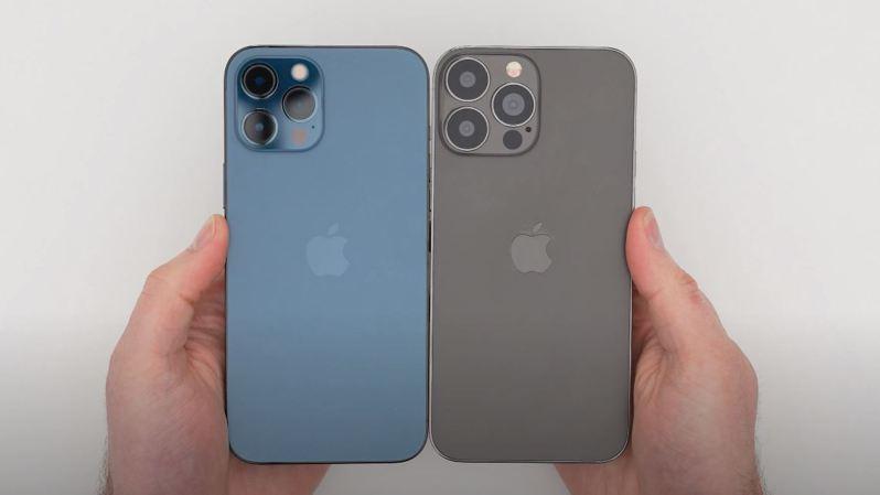 國外知名YouTuber Unbox Therapy已經搶先拿到了外流的iPhone 13 Pro Max模型機,外觀和iPhone 12 Pro Max相當類似,不過鏡頭變大、瀏海也縮小了。 圖/youtube