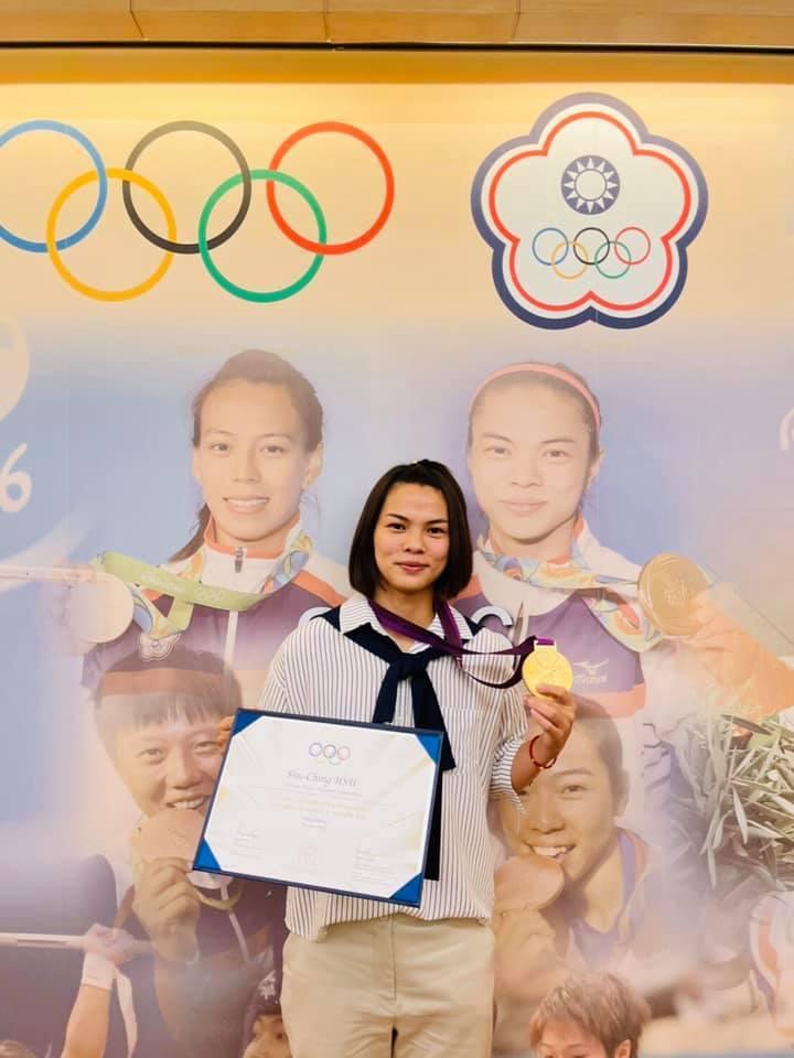 台灣舉重女將許淑淨終於如願拿到2012年倫敦奧運的金牌。 取自許淑淨臉書