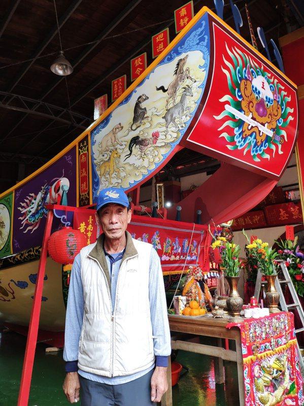 王船師傅林良太48年來建造王船逾200艘,展現職人精神典範。 圖/謝進盛 攝影