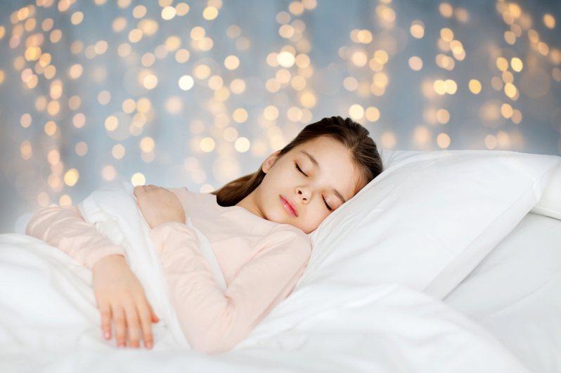 日本醫學博士西野精治認為,想要一夜好眠,枕頭品質是相當重要的關鍵。圖片來源/ingimage