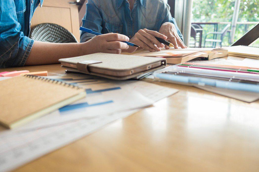有些投資人想要辭職在家,做一位專業投資人,或是想把從就業以來所累積的第一桶金,全...