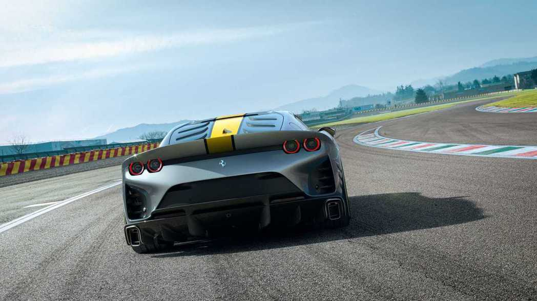 車尾全新的空力造型讓下壓力增加了25%。 圖/Ferrari提供