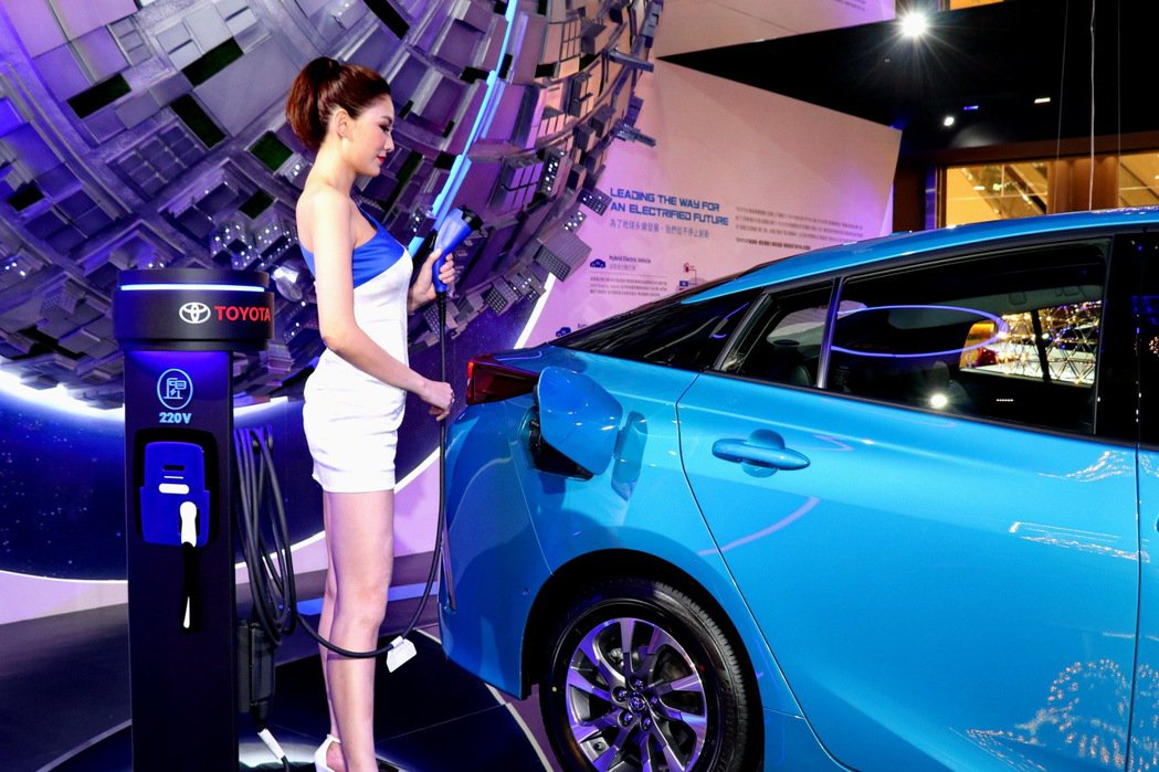 「TOYOTA品牌形象館」也特別規劃110V通電裝置體驗區,讓消費者實際操作,體...