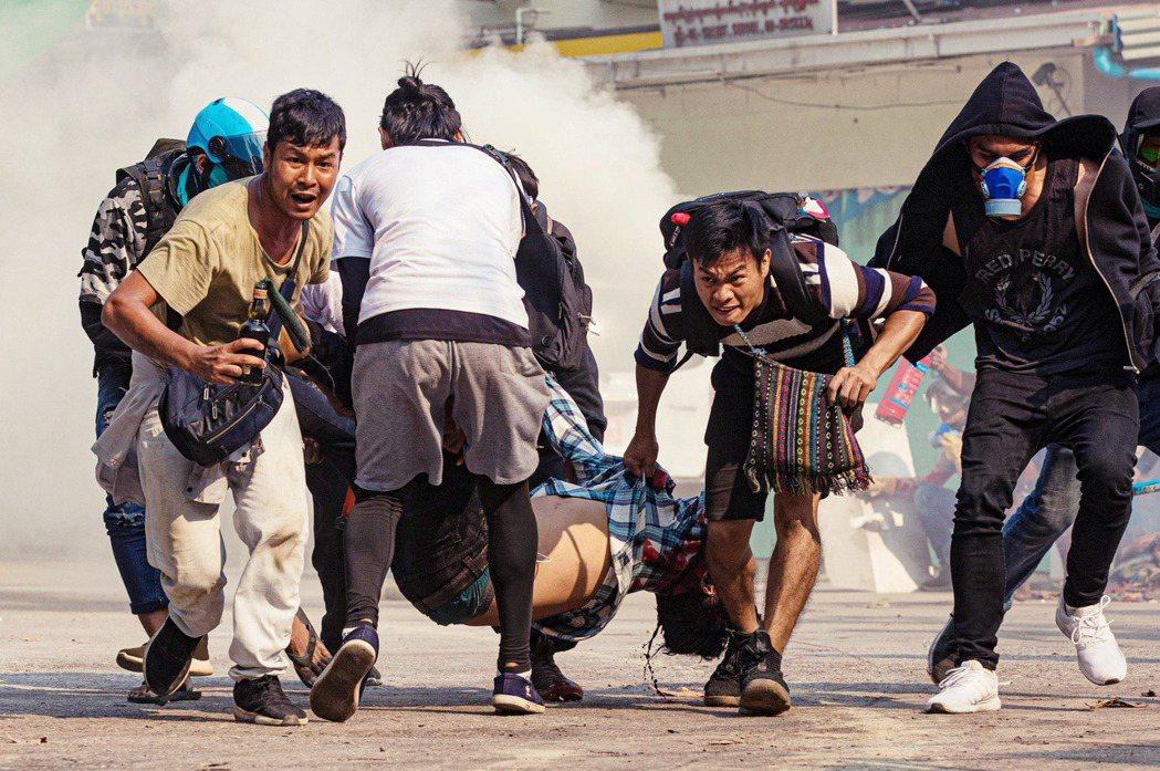 「各方應展開建設性對話」,峰會結束至今緬甸軍方仍然繼續鎮壓示威的民眾,傷亡人數持...