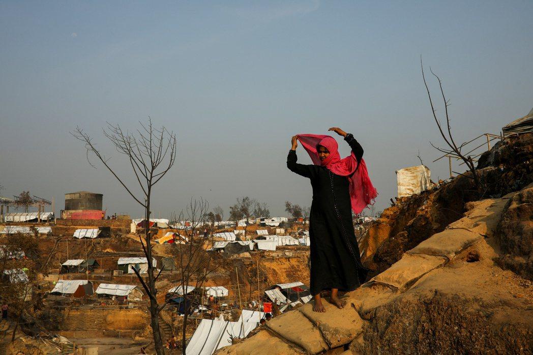 圖為逃到孟加拉邊境難民營的羅興亞婦女。 圖/路透社