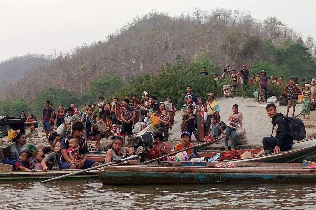 泰國位於緬甸邊境,後者發生政治動亂都會接連受到波及,目前就有數千名克倫族難民逃往...