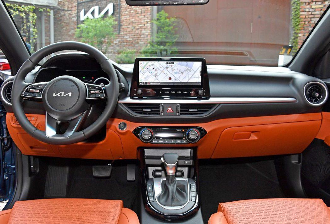 小改款Kia K3內裝換上了10.25吋中控螢幕。 摘自Kia