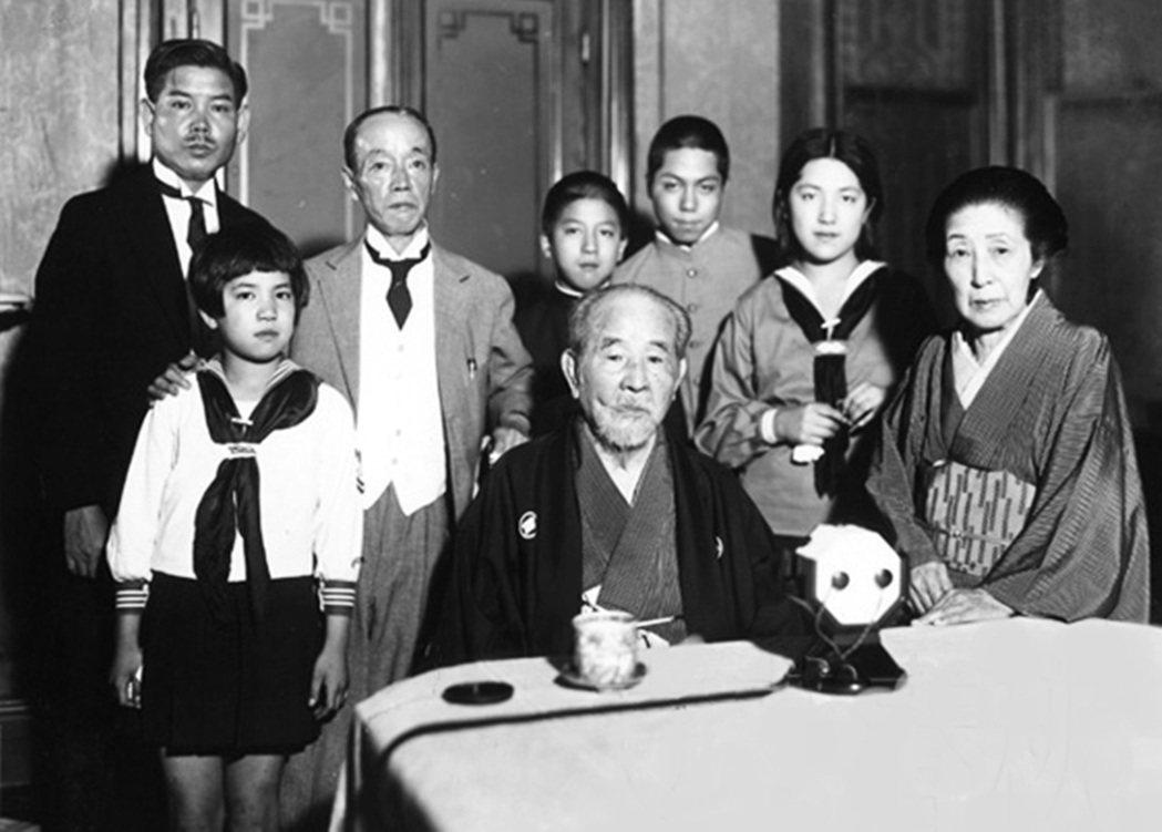 1931年澀澤榮一的家族合影,澀澤一族後來仍持續在產業各界活躍。 圖/渋沢史料館