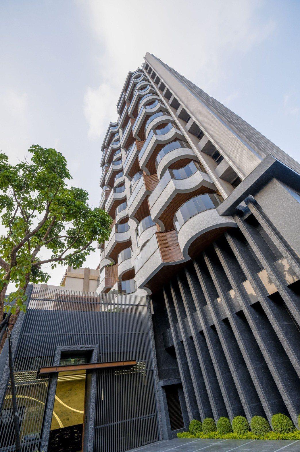 「日大雍禾」獲「大樓景觀」及「人文美學特別獎」2個獎項。