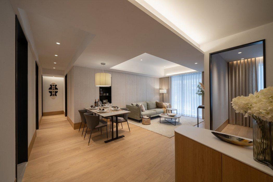 「璞園袖里春」推出稀有雙併42~48坪3房3+1房,戶戶邊間享有三面採光、動線寬...