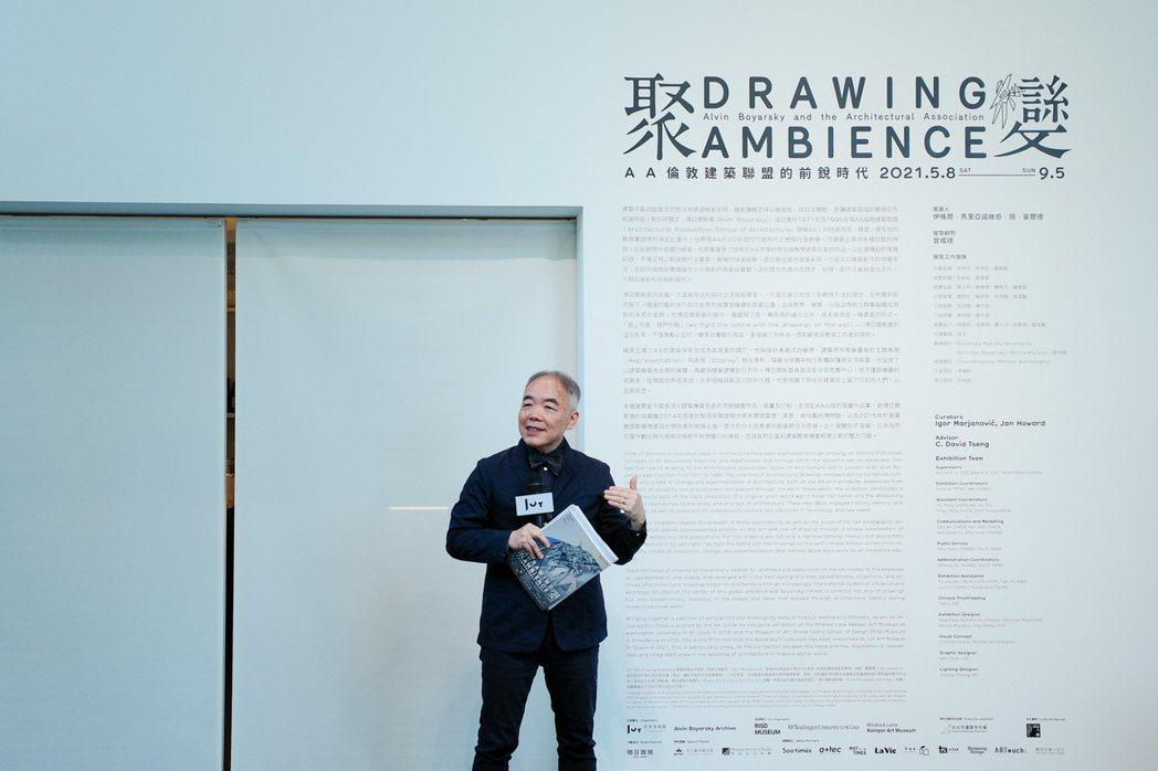 擔任展覽顧問的曾成德教授表示,展覽中的前衛運動雖然停在了某個時刻,不過它也開啟人...