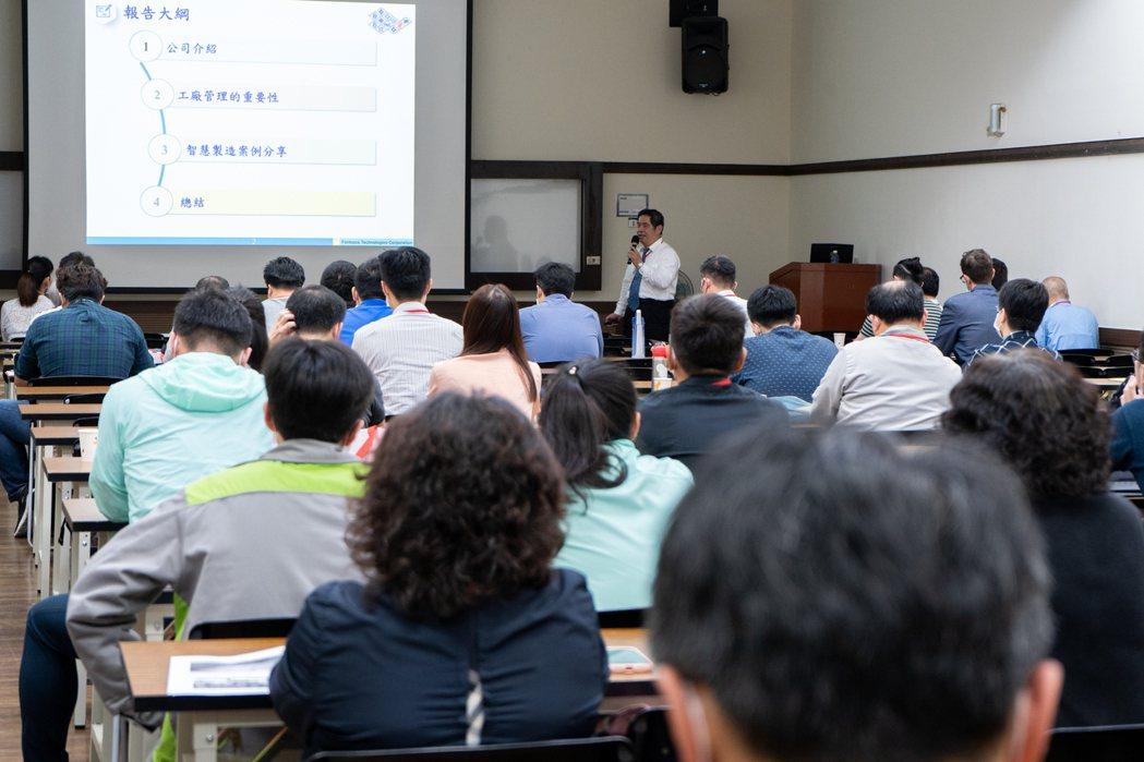 講師演講-台塑網科技股份有限公司高茂榮副處長。  本源興/提供