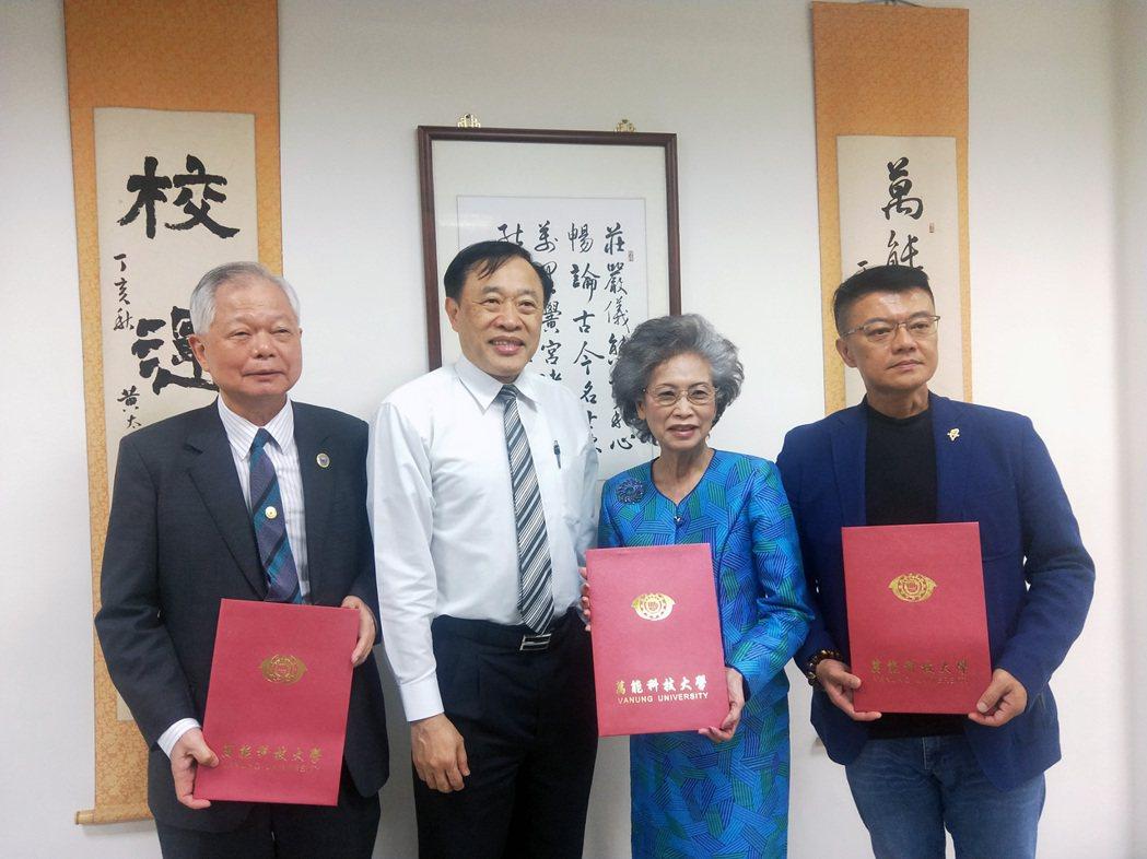 莊暢校長(左2)歡迎三位僑務委員。 萬能科大/提供。