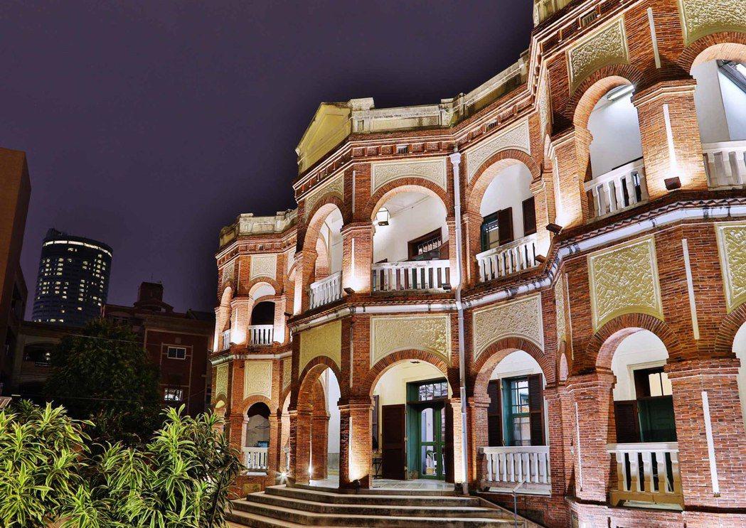 香格里拉台南遠東飯店,輕鬆散步即可抵達1900年建造(日明治33年)知事官邸,裕...