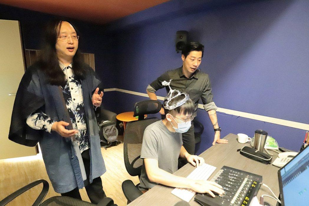 唐鳳為閃靈樂團新輯獻聲。圖/出日音樂提供