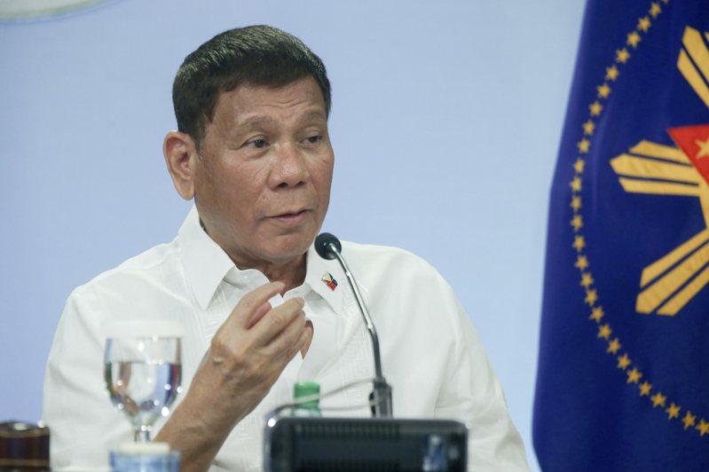 菲律賓總統杜特蒂下令警方逮捕任何沒有戴好口罩的人,包括把口罩拉到鼻子以下民眾。 圖/美聯社