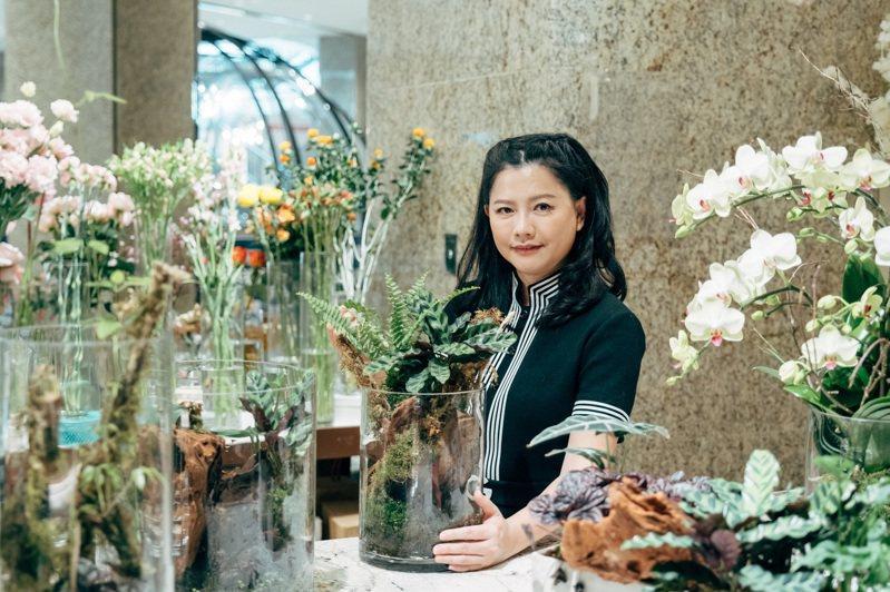 陳譓如運用花藝的專長,以蕨類、花卉為空間增添活力。 (攝影/蔡耀徵)