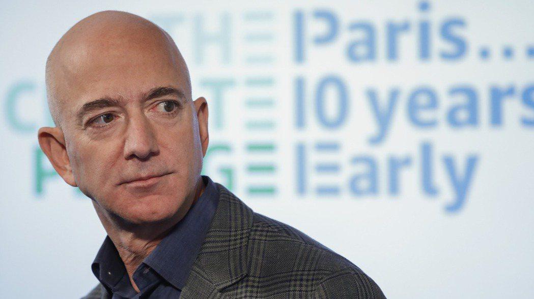 零售巨擘亞馬遜執行長貝佐斯本周出售價值近20億美元持股。美聯社