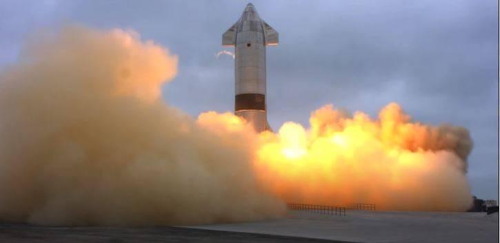 美國太空公司「SpaceX」持續拓展火星登陸計畫,殖民艦「星艦」原型艦「SN15」6日進行第5度試飛,結果並未讓前4次努力白費,順利著陸且沒有爆炸,是星艦高空測試以來「首度完整降落」。截自YouTube