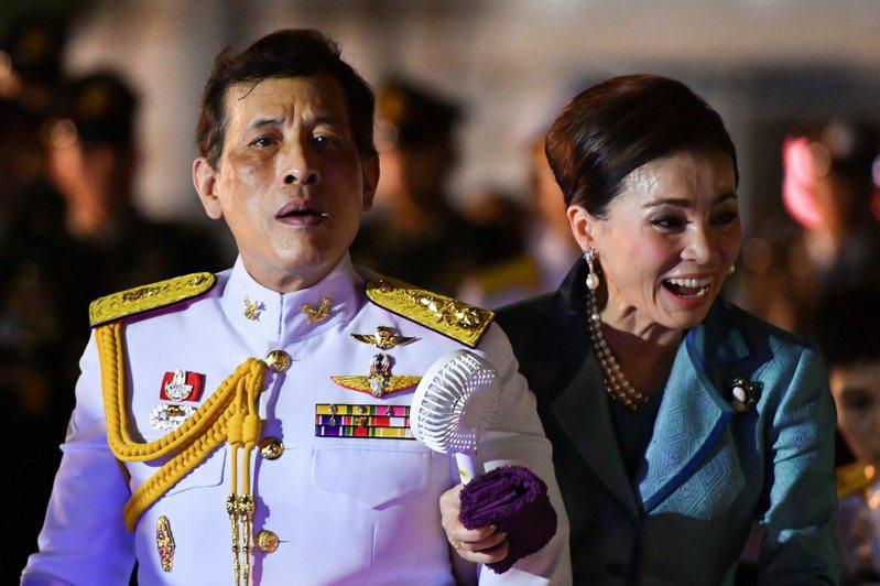 泰王與第四任妻子王后素提達。路透