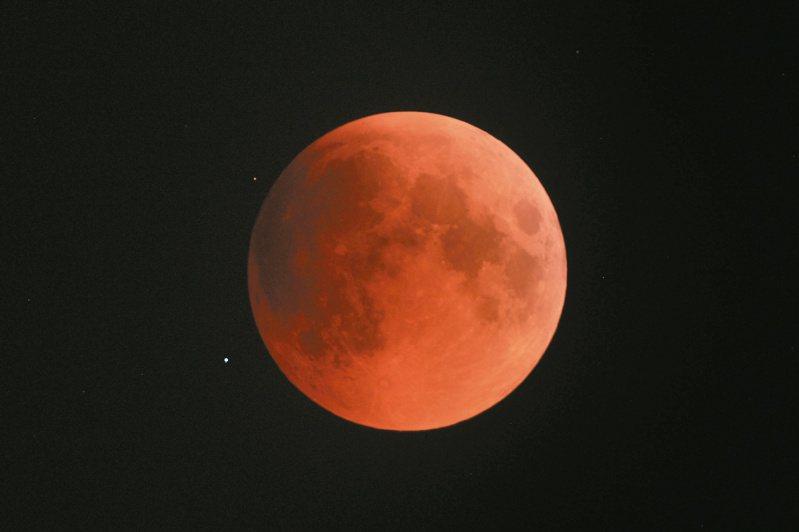 月全食示意圖。圖/中央氣象局提供