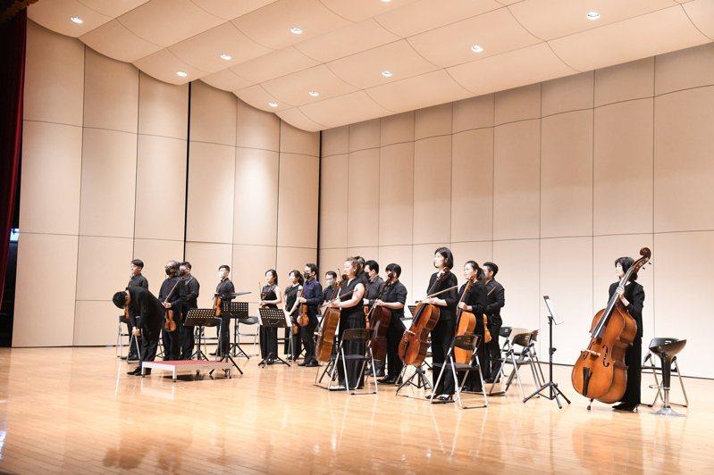 20多位古典音樂演奏家,有的調課、有的請假,無私投入感恩音樂會的表演。圖/花蓮縣政府提供