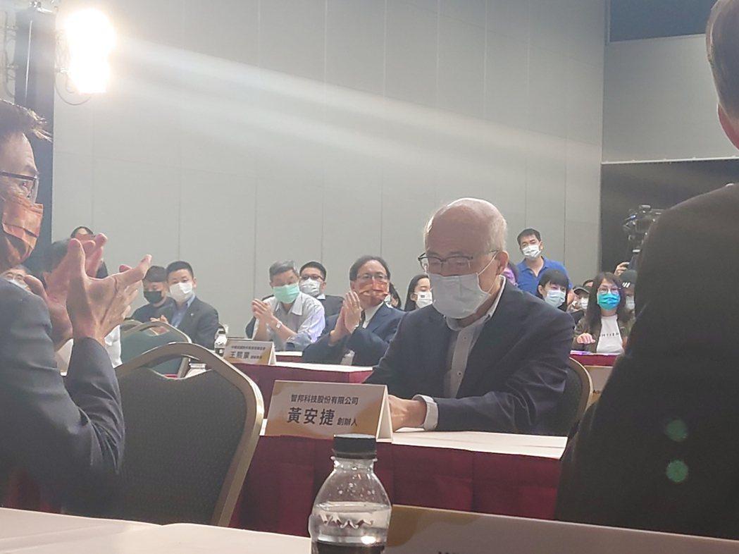 記者會邀請智邦科技創辦人黃安捷等人參與。記者黃淑惠/攝影