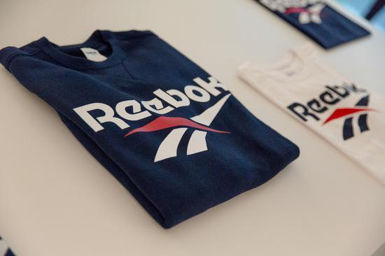 愛迪達(adidas),旗下銳跑(Reebok)品牌啟動標售,大陸品牌包括安踏體育(Anta Sports)和李寧(Li-Ning)等表態有意接手。圖源:新浪財經