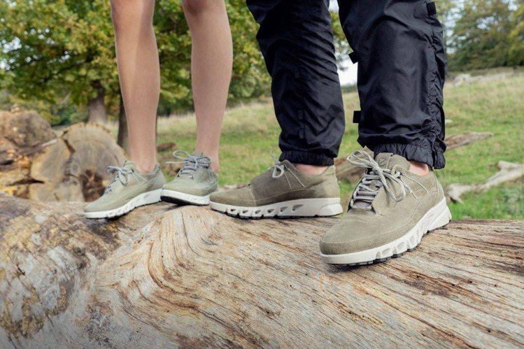 ECCO Multi-Vent翱翔系列鞋,男款8,980元、女款8,380元。圖...