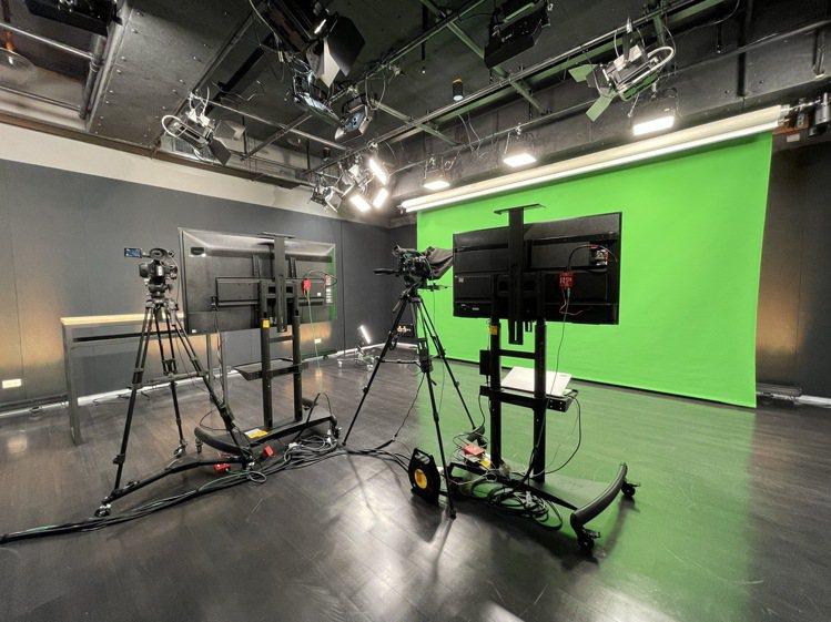 看準台灣內容產業的發展,LINE新辦公室也設置了專業攝影棚和製片間,創作更多元的...