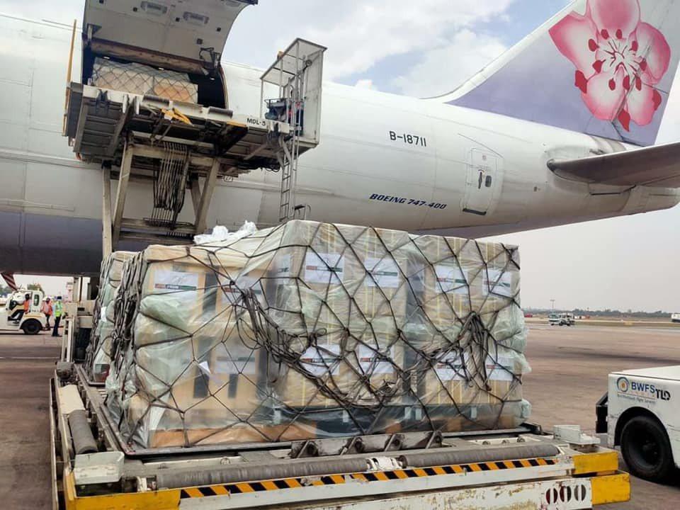 台灣援助印度的第一批醫療物資,已在5月2日由華航運往當地。圖/外交部提供
