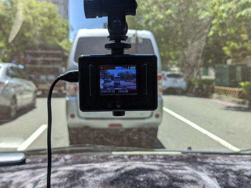 行車記錄器普及,民眾檢舉交通違規的資料也從照片升級到影片,「連續舉發」類型的案件也激增。圖/聯合報系資料照片