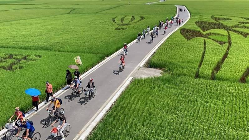三奇美徑單車一日輕旅行,走訪彩繪稻田。圖/冬山鄉公所提供