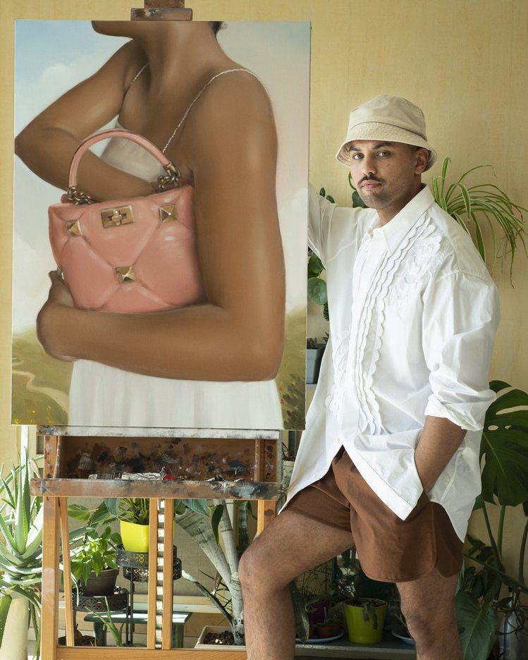 「她身處何處?她想要在手提包裡找到什麼呢?以及這條鄉間小路通往何方?」這是法國藝...