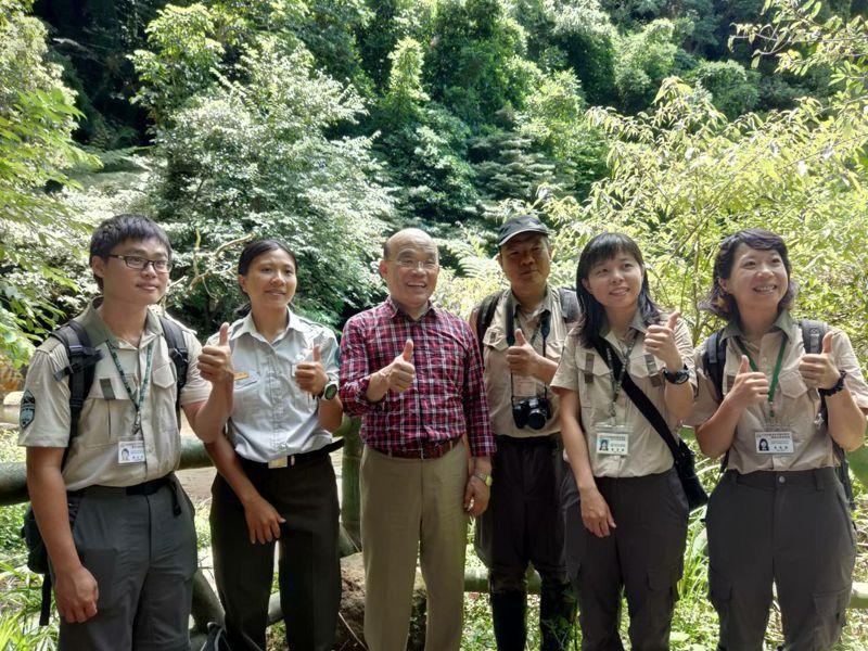 行政院長蘇貞昌去年7月視察陽明山國家公園大屯瀑布。圖/內政部提供