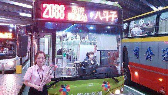 大都會客運及悠遊卡公司將於5月7日至9日每日下午3時起於市府轉運站9號月台,贈送...