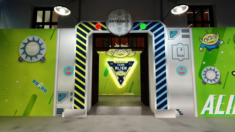 「外星萌主爭霸戰-台北對決擂台」主題店太空艙入口。圖/信賴互動提供