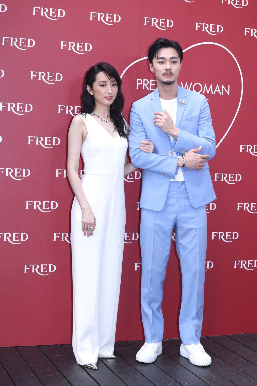柯佳嬿(左)、施柏宇出席珠寶精品活動。記者王聰賢/攝影