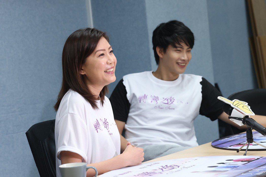黃千殷導演(左)、張庭瑚(右)為電影「轉彎之後」開心宣傳。記者王聰賢攝