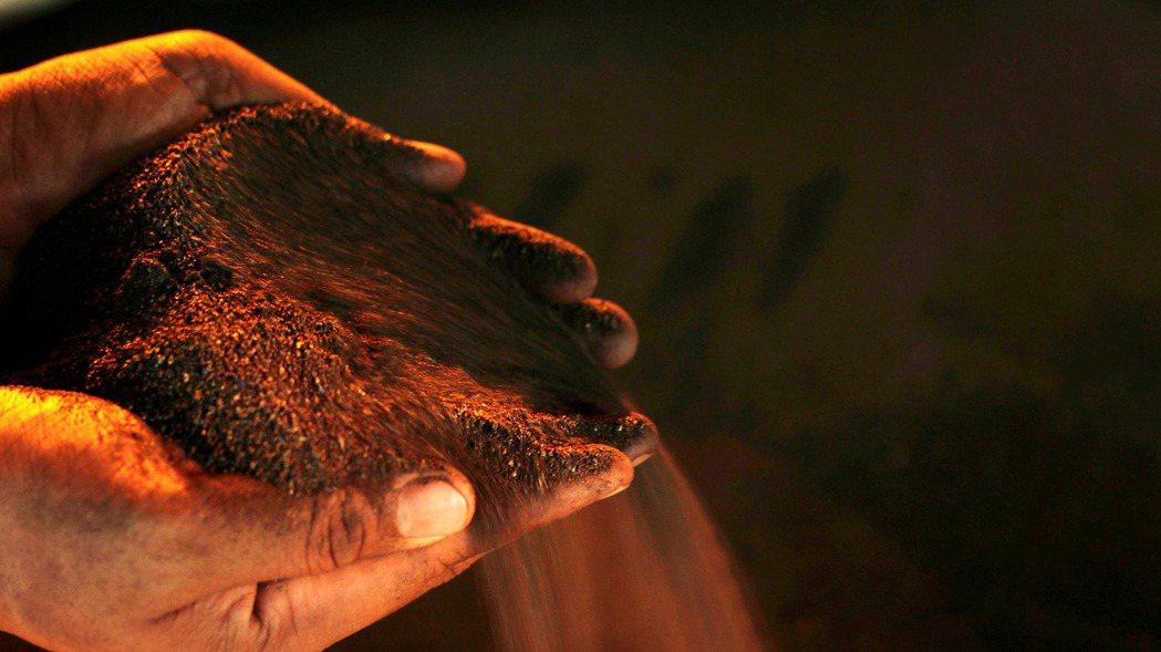 圖片為鎳礦砂。路透