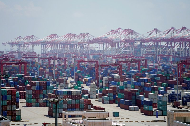 包括新加坡在內,多國港口禁止印度船員換班船舶入港。(路透)